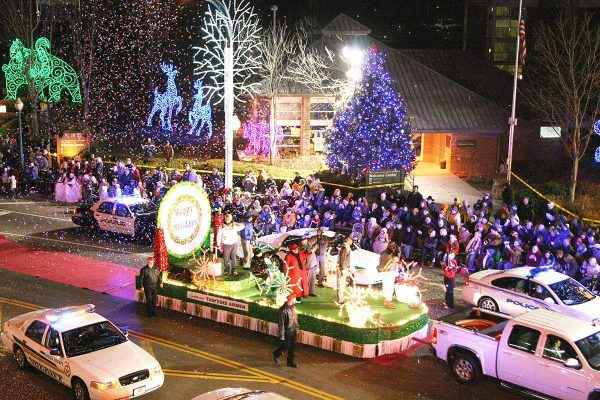 christmas-parade-gatlinburg-tennessee-smoky-mountains